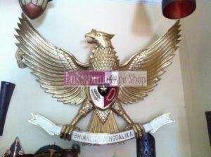 Lambang Garuda dari tembaga dan kuningan Laksmana Art Shop Tumang 1